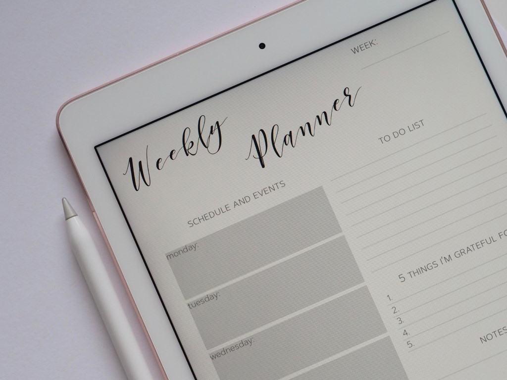 Stylus and iPad showing a digital planner to schedule 15-minute tasks